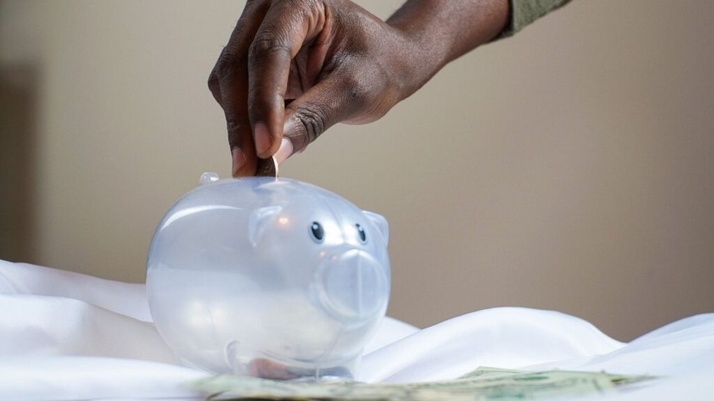 Minimalist habits to save money